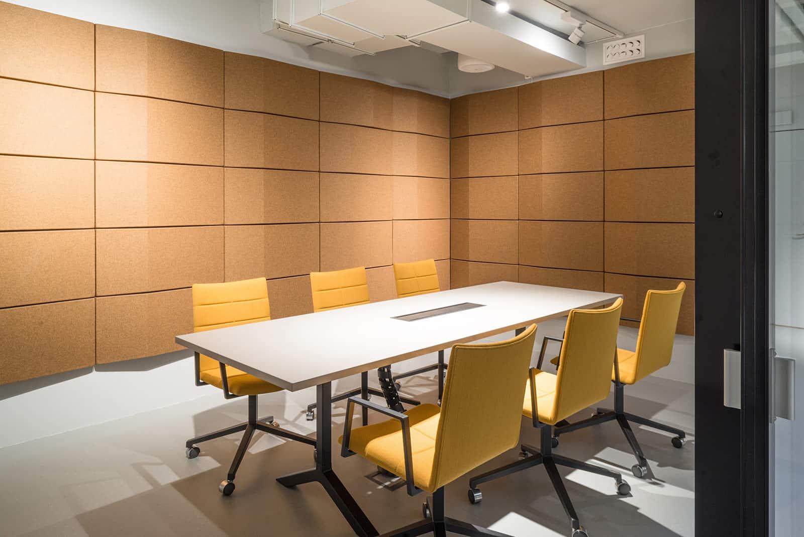 Акустика на офиси - проблема с акустиката е често срещан в офисите. Шумът от работната среда трябва да е в допустимите норми.